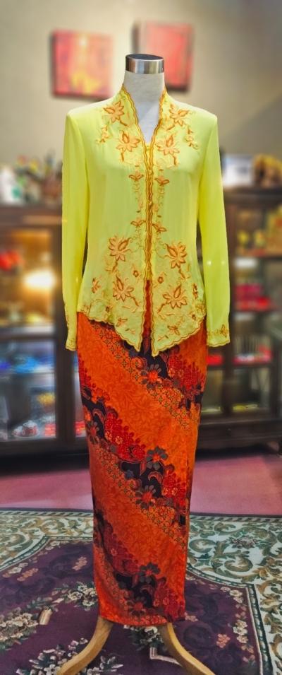 ��ɫѩ���廨���Ǹ�Q�� Size 38/40 Nyonya Kebaya Embroidery (Floral Motif) - Yellow