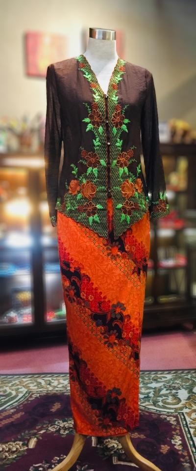 ��ɫѩ���廨���Ǹ�Q�� Size 38 Nyonya Kebaya Embroidery (Floral Motif) - Brown