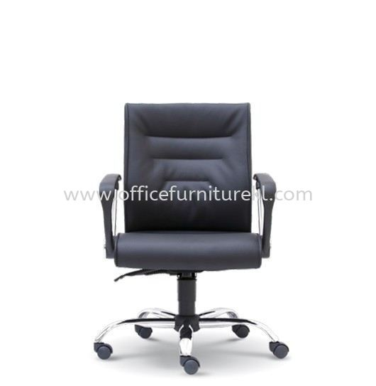 COLOGNE DIRECTOR LOW BACK LEATHER CHAIR C/W CHROME METAL BASE