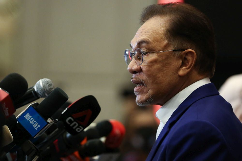 AnwarРђЎs Budget РђўstrategyРђЎ puts Pakatan between a rock and a hard place, say analysts