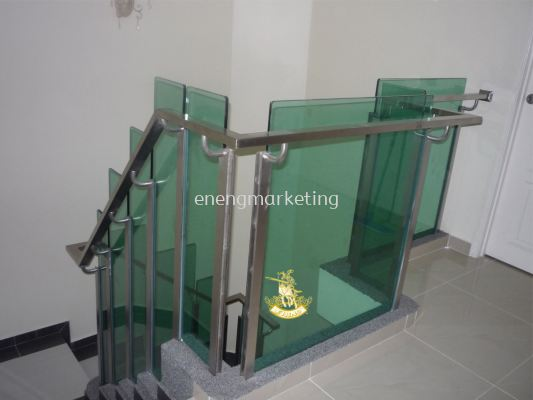 SSST 03- Stainless Steel With Tempered Glass Staircase Railing
