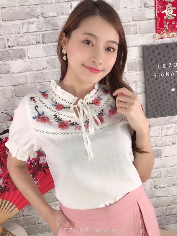80607 Plus Size Embroiderd Tie Ribbon Sleeved Top