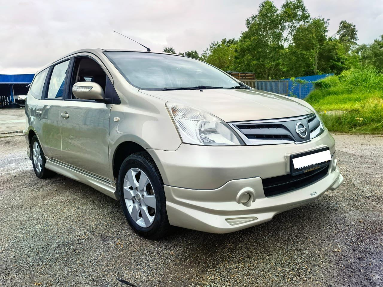 2012 Nissan GRAND LIVINA 1.6 (A)FULL LOAN ZERO DP