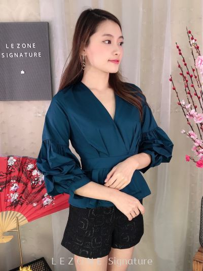 MFY2019W059 V-Neck Flare Details Top