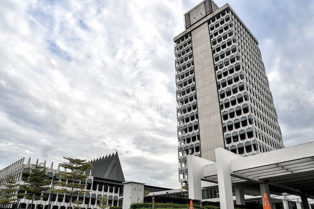 Opposition reps press for Parliament to reconvene