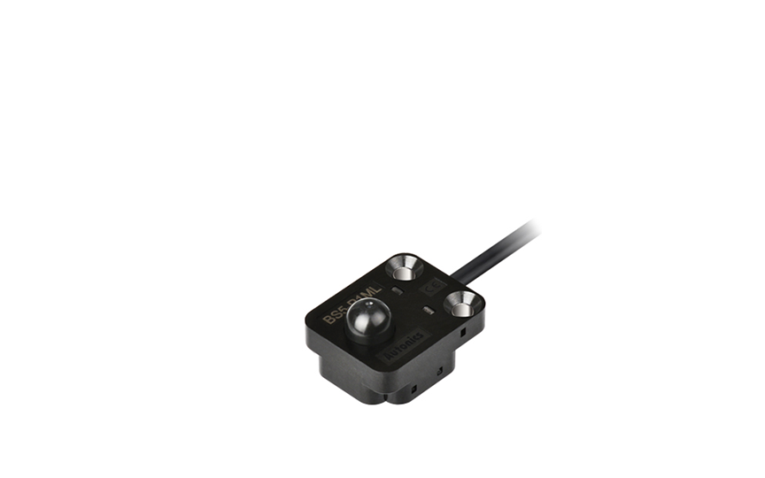 OMRON EE-SA701 / 801 Using a pushbutton enables accurately detecting difficult-to-detect objects.