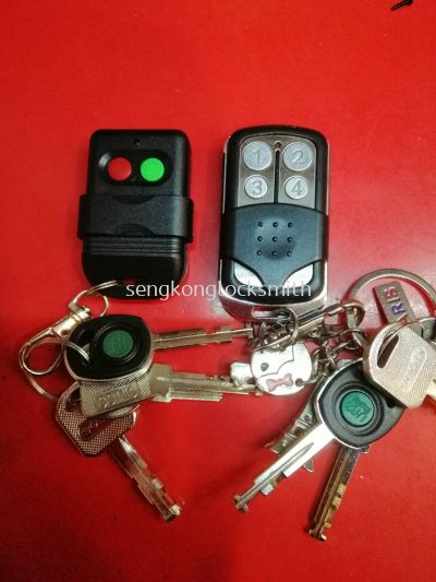 Duplicate remote control and house key