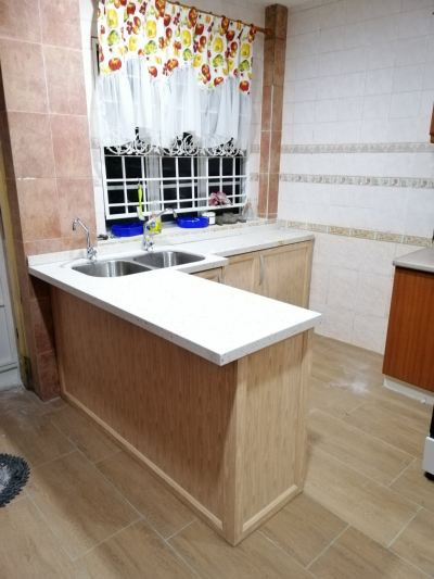 Ivory Chestnut With Quartz Stone Table Top