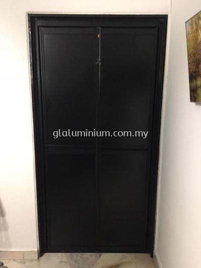 Bi-fold door (vitally) powder coating black+aluminium composite panel (black) @Jalan 6/76d,Baiduri G Apartment, Desa Pandan