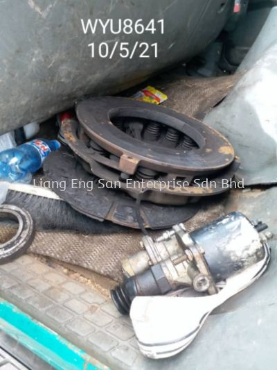 CHANGE CLUTCH DISC ASSY AND PUMPS