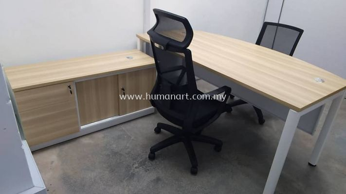 DELIVERY INSTALLATION EXECUTIVE WRITING TABLE BMB 180A WITH SIDE CABINET B-YSP 7123 & BATLEY LOWBACK MESH CHAIR & BENSON HIGHBACK MESH CHAIR OFFICE FURNITURE USJ TAIPAN, SUBANG JAYA