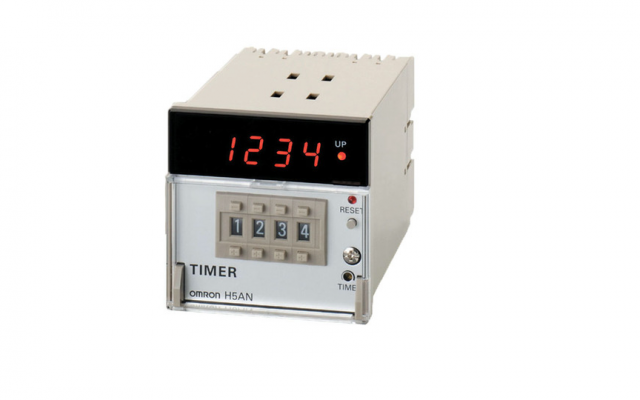 OMRON H5AN DIN-sized (72 × 72 mm) Quartz Timer with Multiple Functions