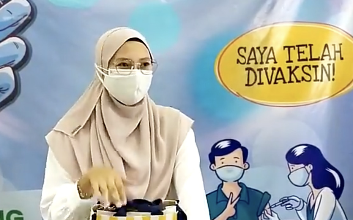 Pregnant woman in Perak becomes three millionth person to be vaccinated