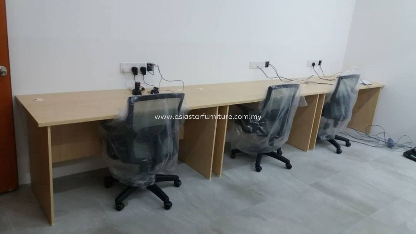 DELIVERY & INSTALLATION WRITING TABLE EXT 157 & LOW CHAIR BUXTON OFFICE FURNITURE SS2, PETALING JAYA