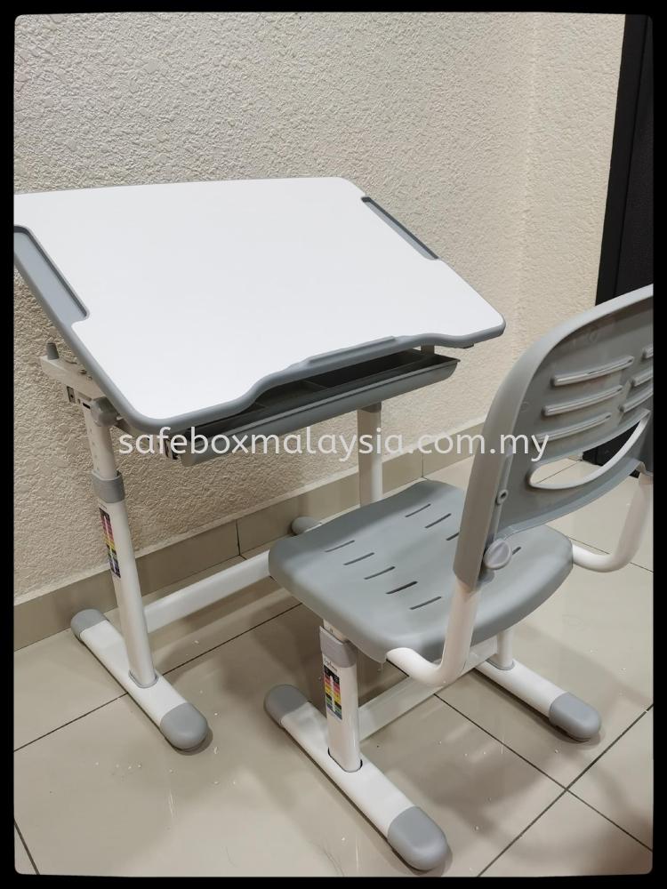 Ergonomic Table Set