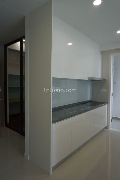 Custom made kitchen cabinet with 4G glass door finish