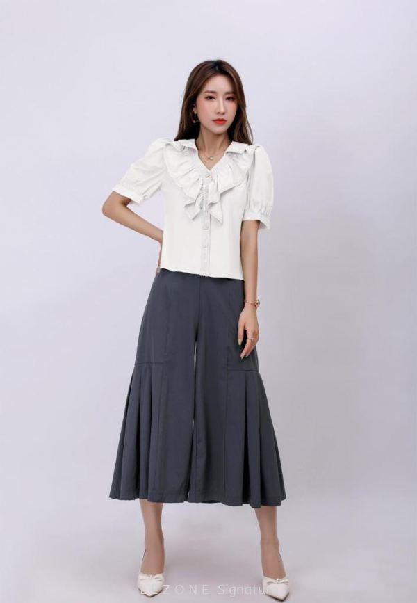 6900BB Ruffle Front Button Sleeved Top