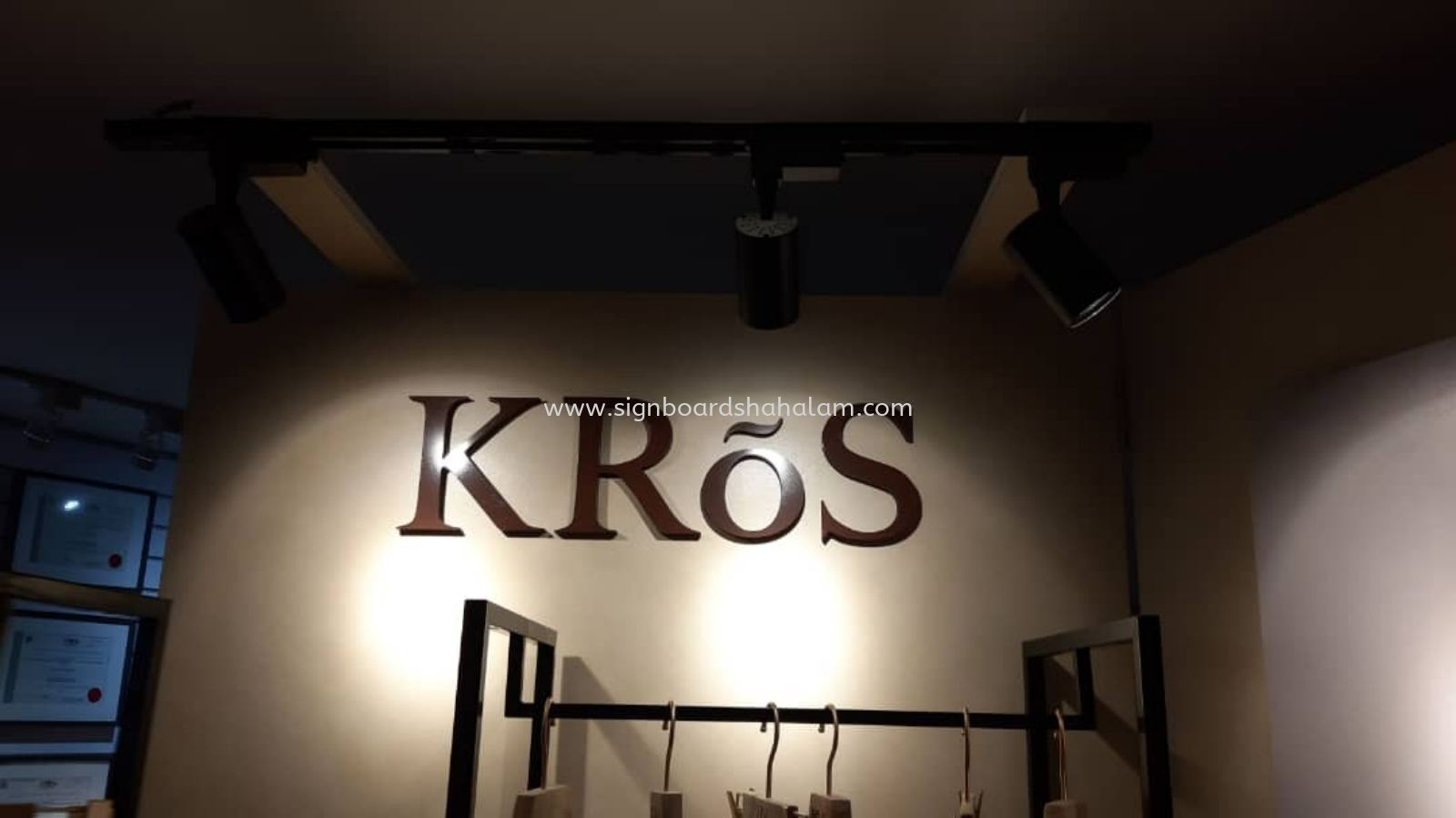 KROS KL - Indoor 3d Signage With Non LED
