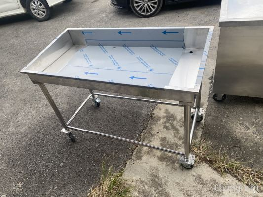 SEAFOOD BENCH WITH CASTORS (CUSTOM MADE)