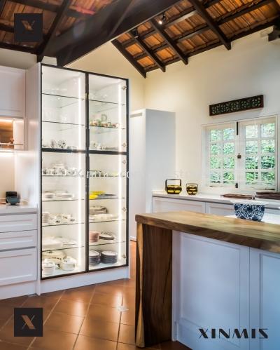 White Classic Door Aluminium Kitchen