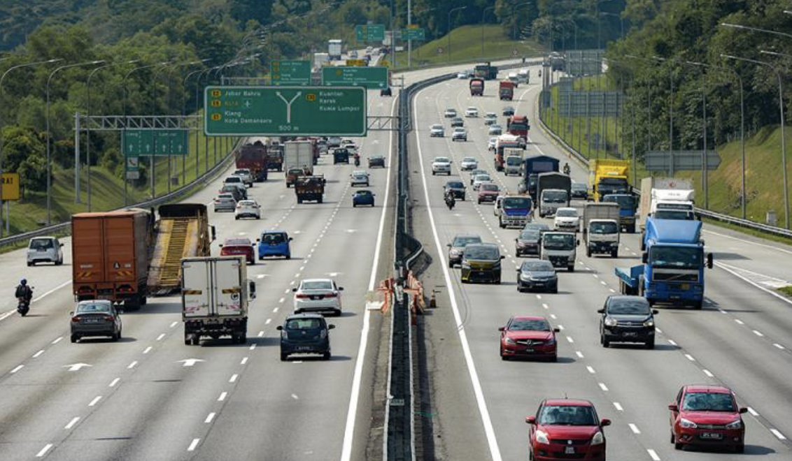 Interstate travel allowed once vaccination rate hits 90pct