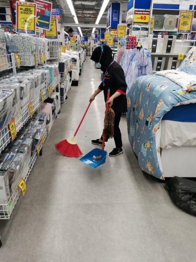 Start today 1 full time cleaner (retail shop) 4 /10/2021