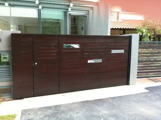 Main Sliding Gate Chengai Wood Design.