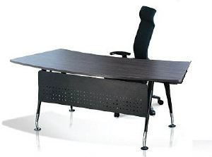 Curve Hanako director table with modesty panel
