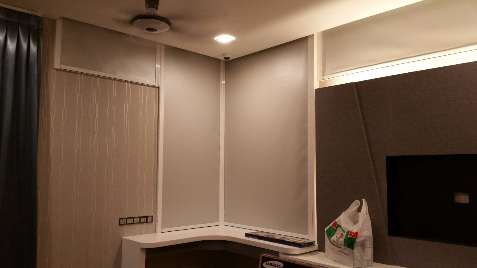 roller-blinds-with-side-guide 2