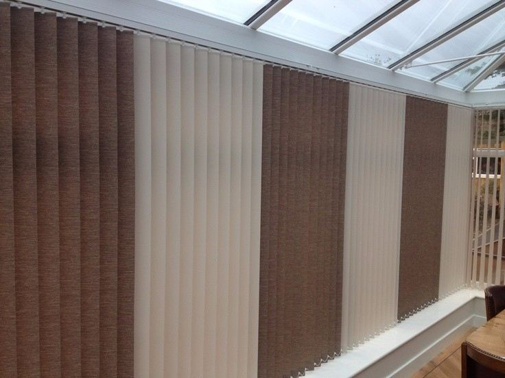 mixed-colour-vertical-blinds