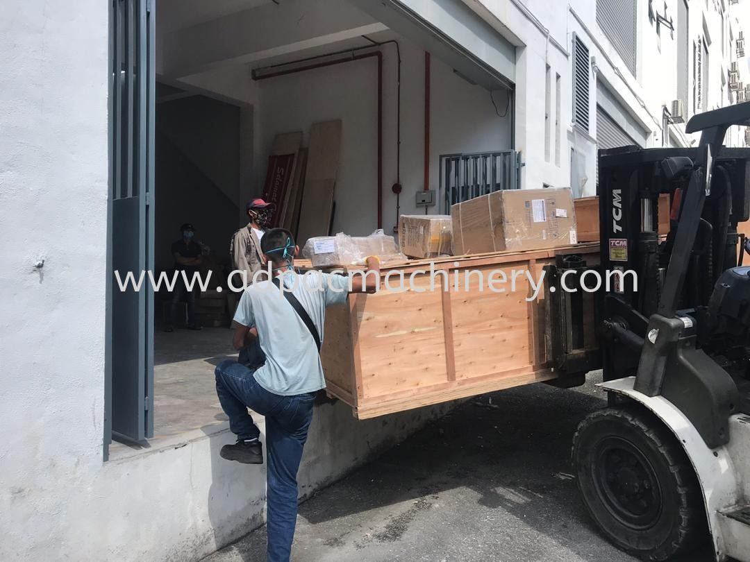 Delivery of New CO2 Laser Engraving Cutting Machine