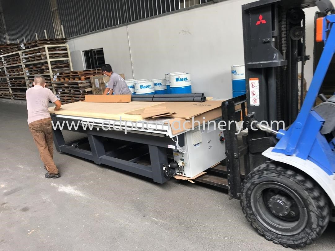 Delivery of AXYZ CNC Router