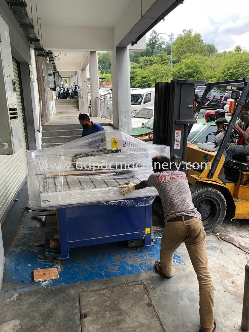 Delivery of Used CNC Router