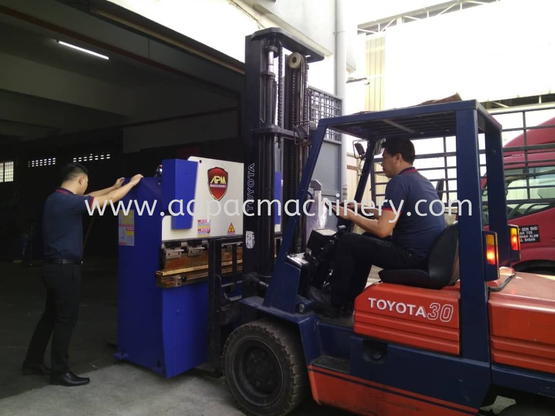 Delivery of New NC Hydraulic Pressbrake / Bending Machine