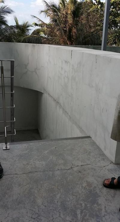 Facade Wall Crack & Efflourescent