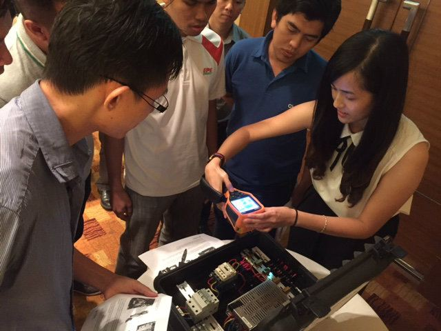 Workshop session with Shwu Fei explaining U5855A Thermal Imager