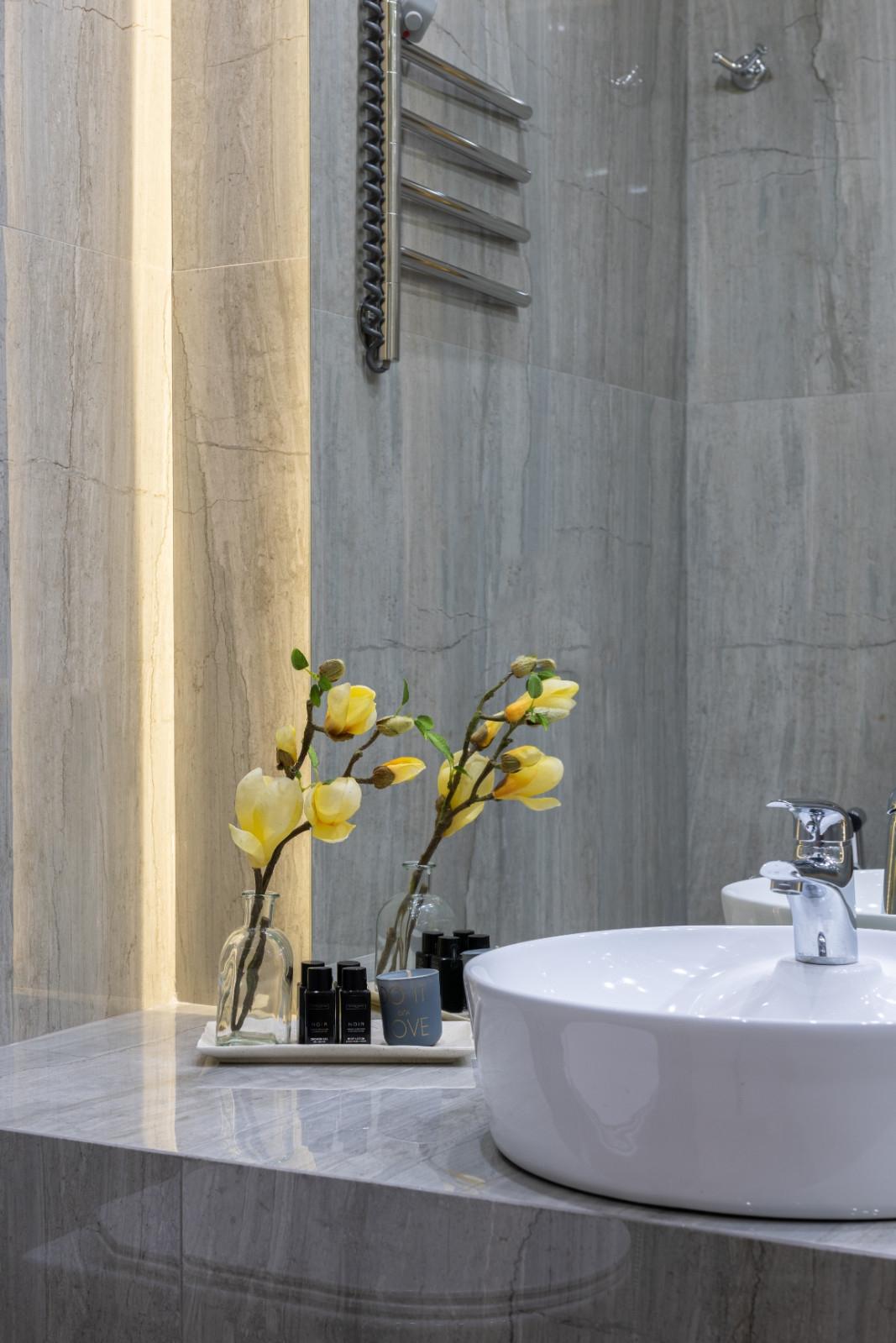 Grey Seperggiante Marble Bathroom