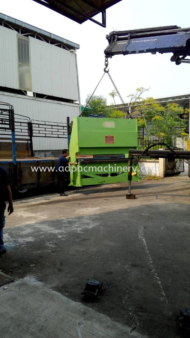 Delivery of Used Hydraulic Pressbrake to Puchong Warehouse
