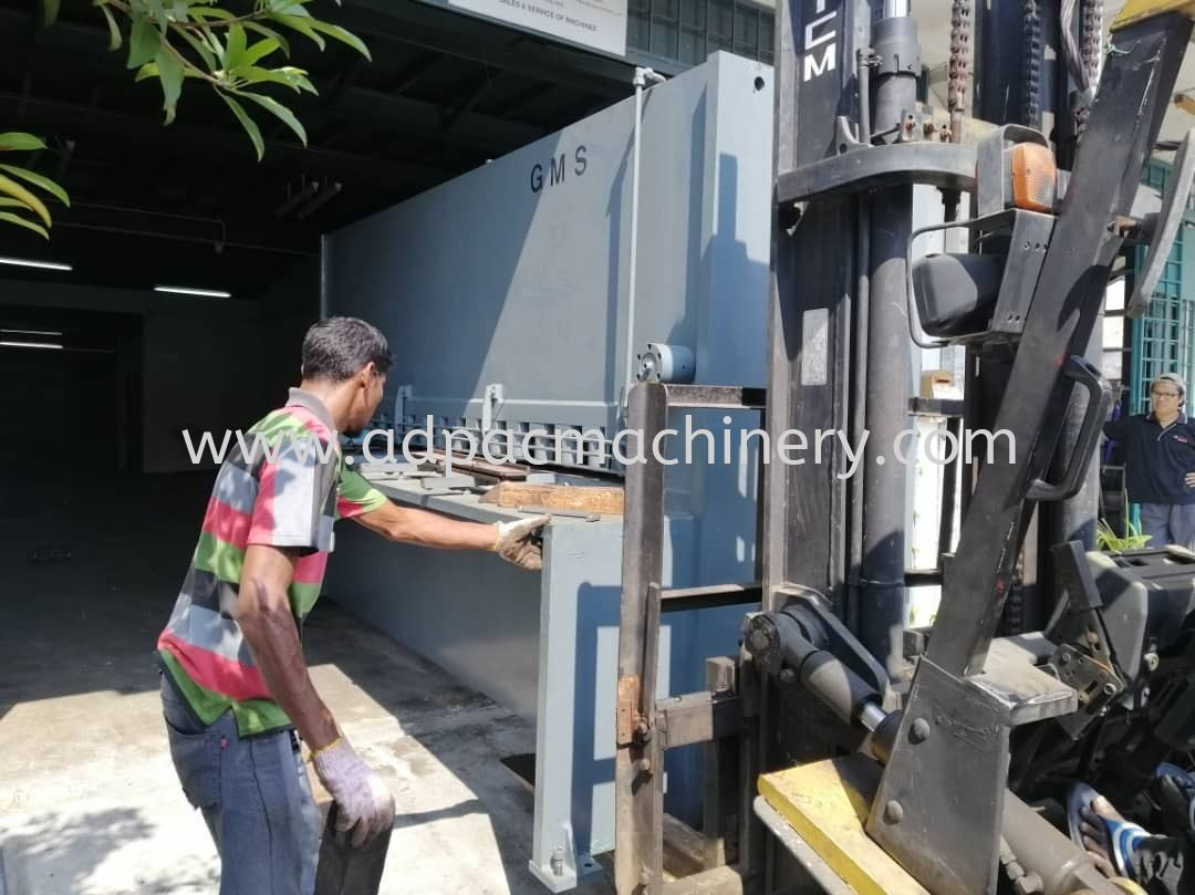 "Moving Out Used ""GMS"" Hydraulic Cutting Machine / Shearing Machine"