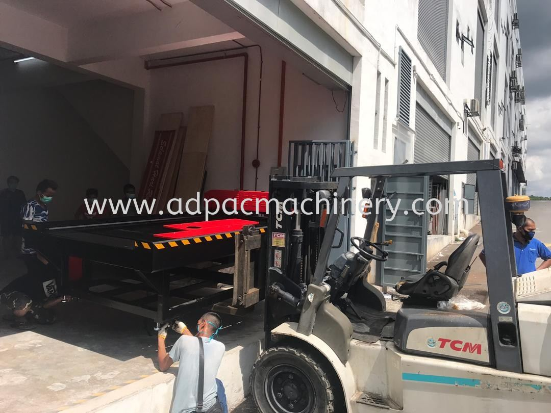 Delivery of CO2 Laser Cutting Machine