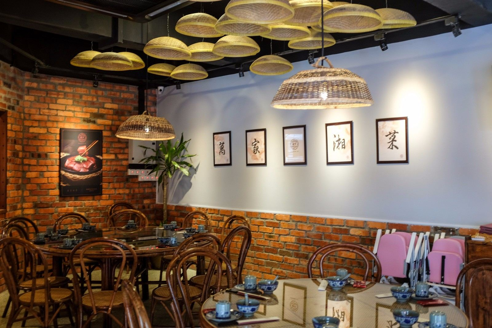 Rattan Art Supplies To Dragon Co. Hunan Restaurant