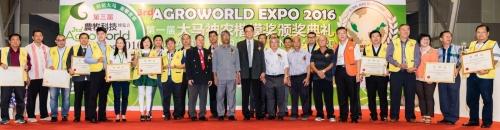 大马神农楷模奖及农师傅(农业专业认证)被喻为马来西亚农业界最高荣誉的奖项,本公司领导拿督蔡振行博士被选为以上的评委主任。