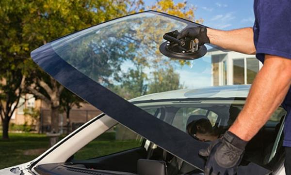 Outdoor Windscreen Installation Services / 外出安装服务 DOOR TO DOOR CAR WINDSCREEN INSTALLATION SERVICES Kuala Lumpur (KL), Malaysia, Selangor, Penang, Johor Bahru (JB) Service   CCH Auto Glass Sdn Bhd