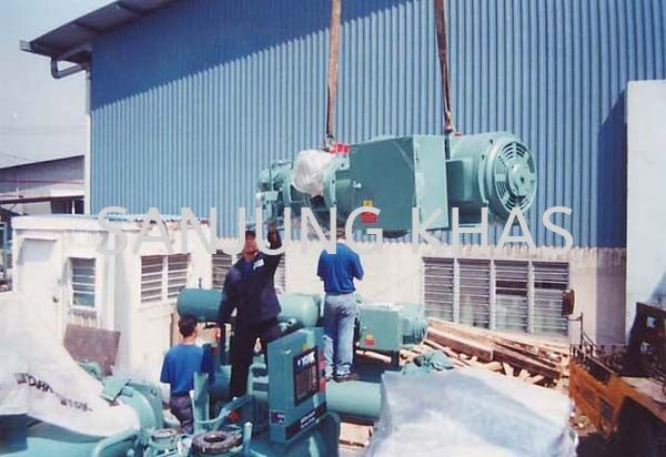 Compressor and Motor Assembly Being Hoisted to The Installation Site Chiller Dismantling and Assembly Works Contracting Works Selangor, Malaysia, Kuala Lumpur (KL), Shah Alam Repair, Maintenance, Service | Sanjung Khas Sdn Bhd