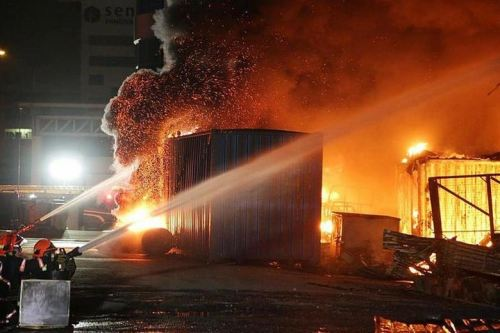 90 Firefighters put out the blaze at Sungei Kadut furniture warehouse