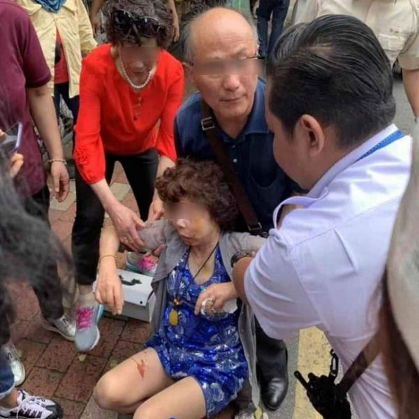 Chinese tourist injured after falling victim to snatch thief near KLCC TravelNews Malaysia Travel News | TravelNews