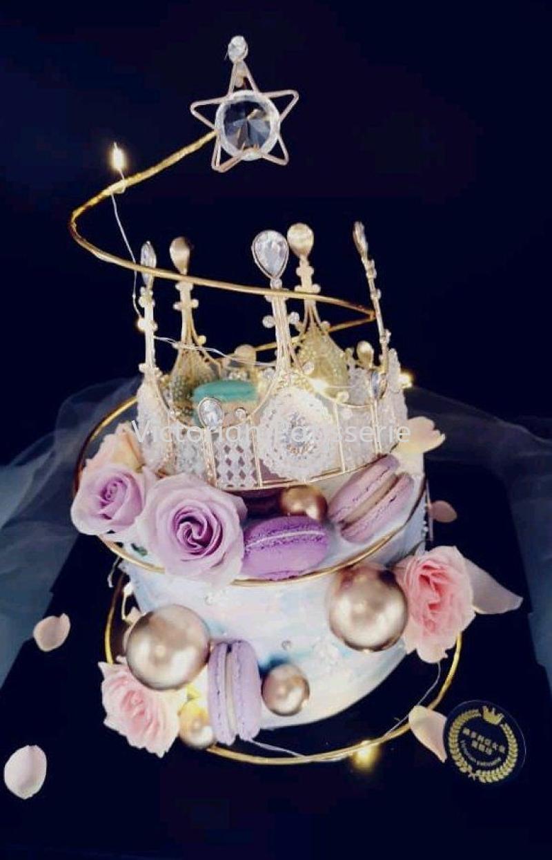 customized Crown cake