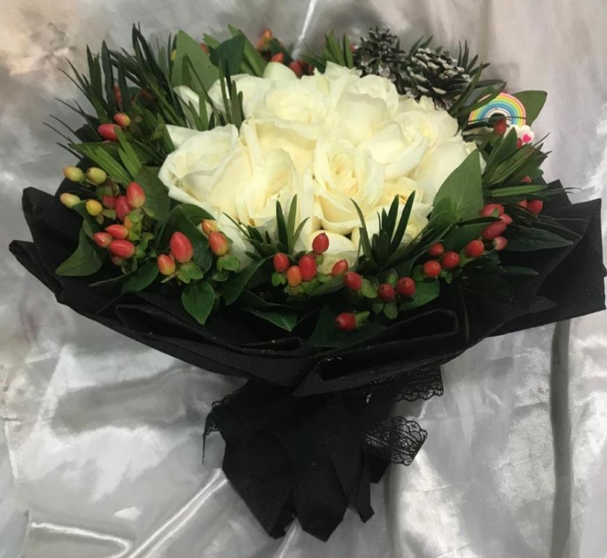 Roses Hand Bouquet (HB-1007)