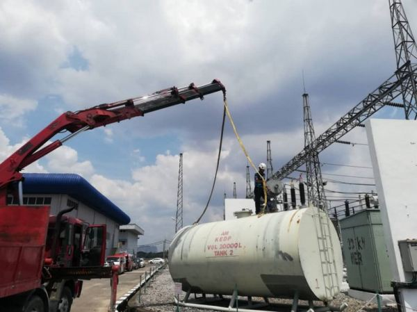 Hoisting Diesel Tank Lorry Crane  Crane Services Transport & Crane Services Malaysia, Kedah, Alor Setar Supplier, Rental, Supply, Supplies | ATM Precast Sdn Bhd