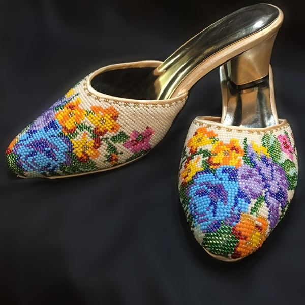 ÊÖ¹¤ÄïÈÇ°ü½ÅÐåÖéЬ Nyonya Closed Toe Beaded Shoes £¨Floral Motif) - White/Beige Beaded Shoes Beaded Series Nyonya Series Penang, Malaysia, George Town Supplier, Suppliers, Supply, Supplies | Jade Collection Trading